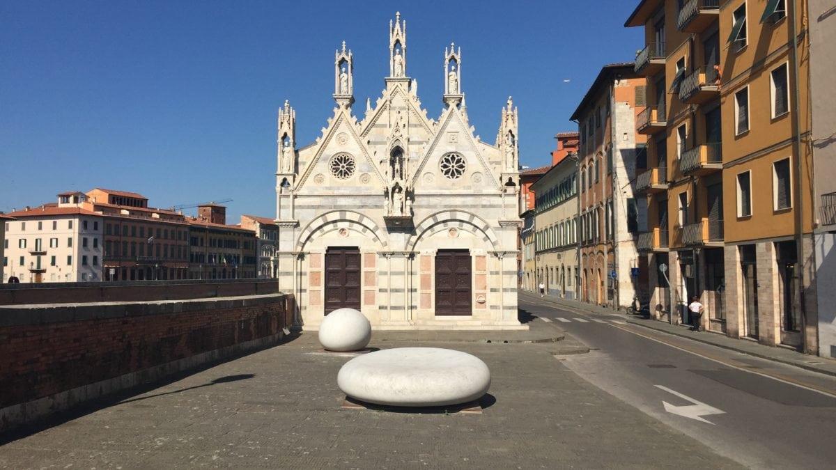Kirche am Fluss in Pisa