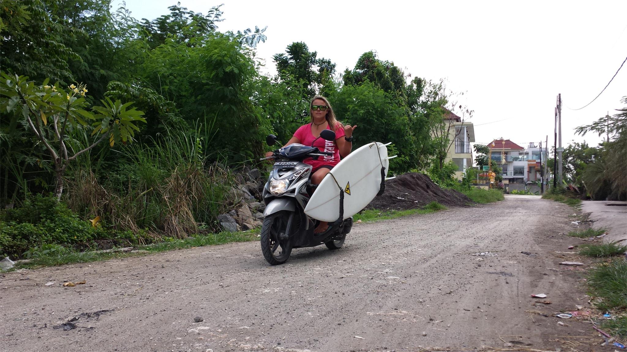 Mit der richtigen Vorbereitung konnte Ramona in ihrem Urlaub jeden Tag surfen.