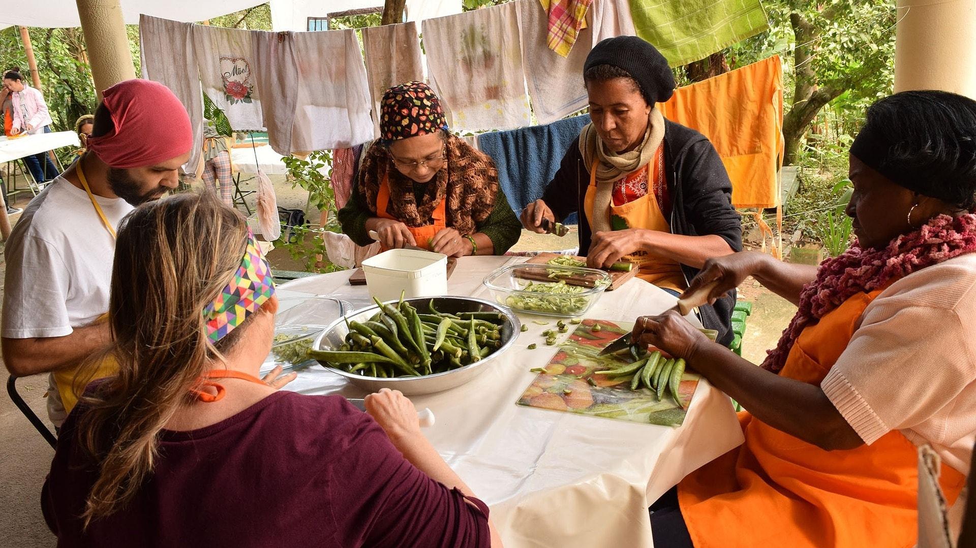 Gemeinsam mit den Einheimischen Kochen macht am meisten Spaß