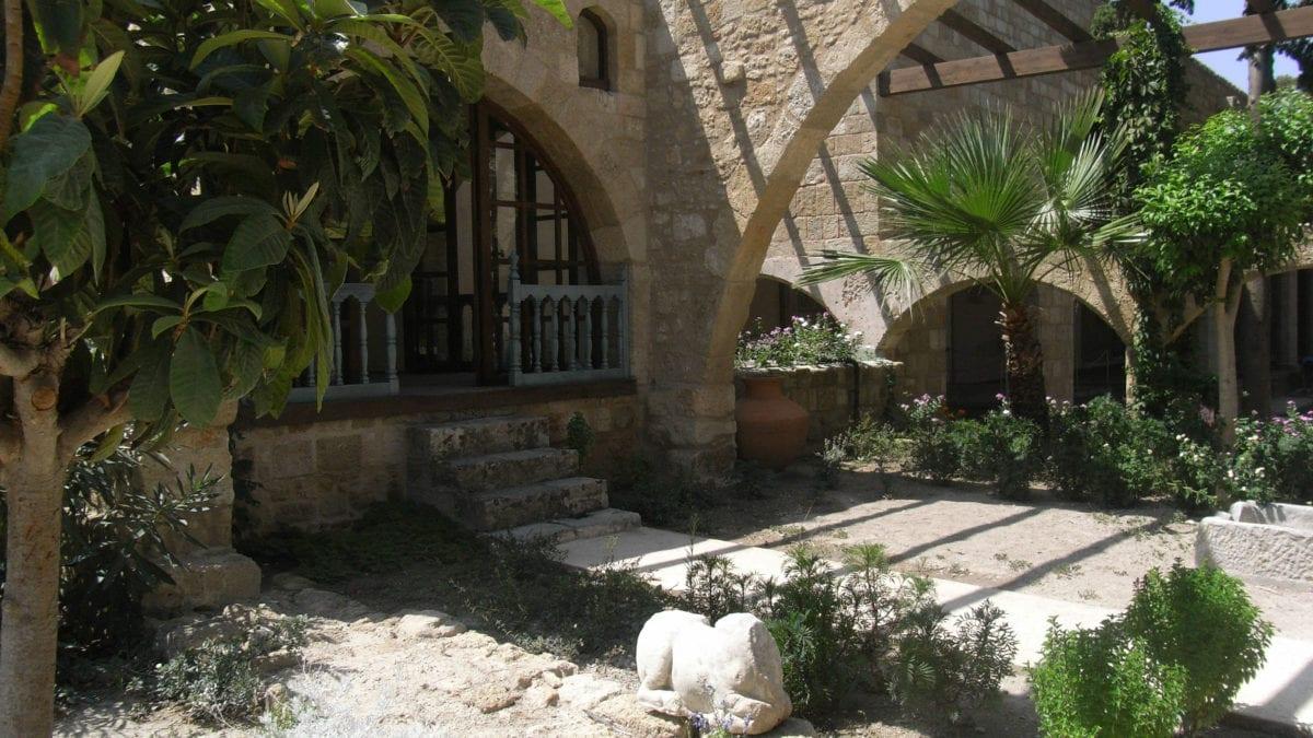 Pflanzenhof im Großmeisterpalast Rhodos