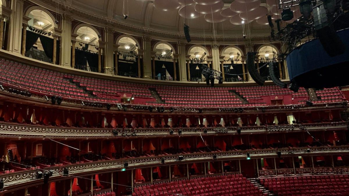 Die Sitze in den Boxen der Royal Albert Hall gehören bedeutenden englischen Familien und kosten jährlich rund 1000 britische Pfund.