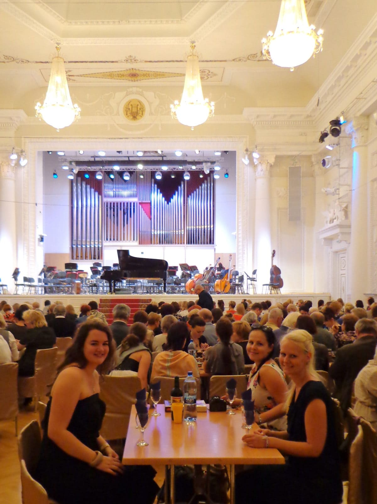 Verena, Maria und Birte beim Philharmonischen Orchester in Jekaterinburg