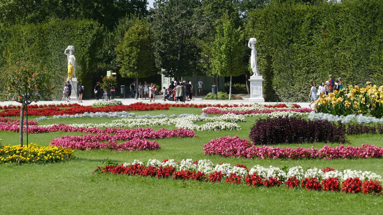 Der Schlosspark von Schloss Schönbrunn in Wien
