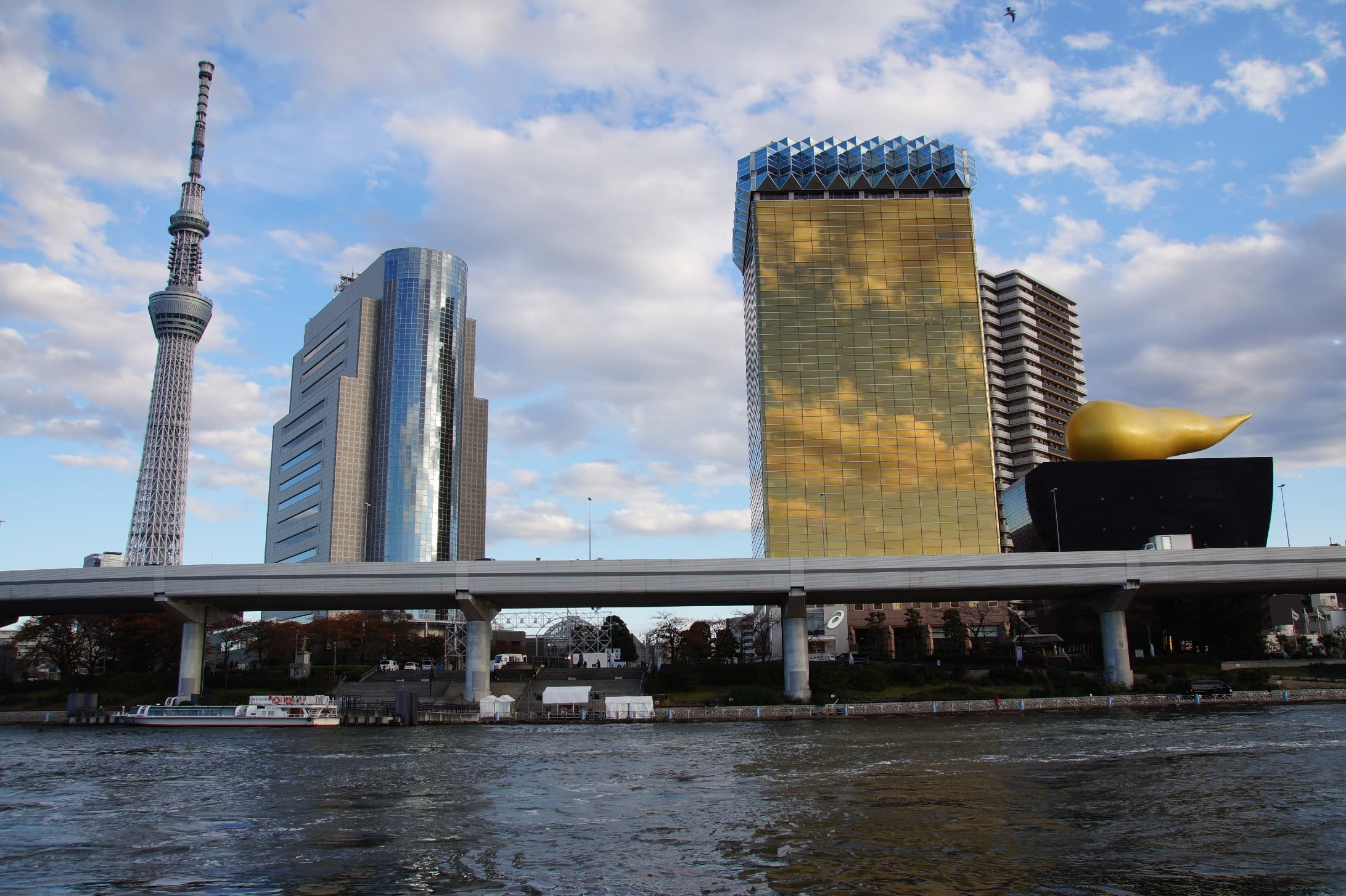 Skyline in Tokio mit Skytree und Asahi Brauerei