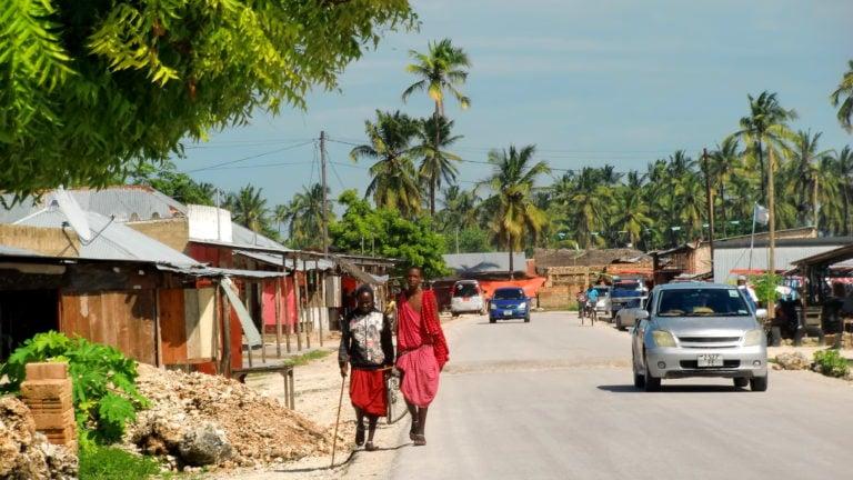 Massai auf der Straßen in Paje Sansibar