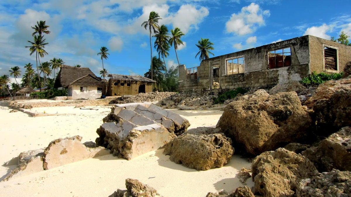 Ruinen am Strand von Paje in Sansibar