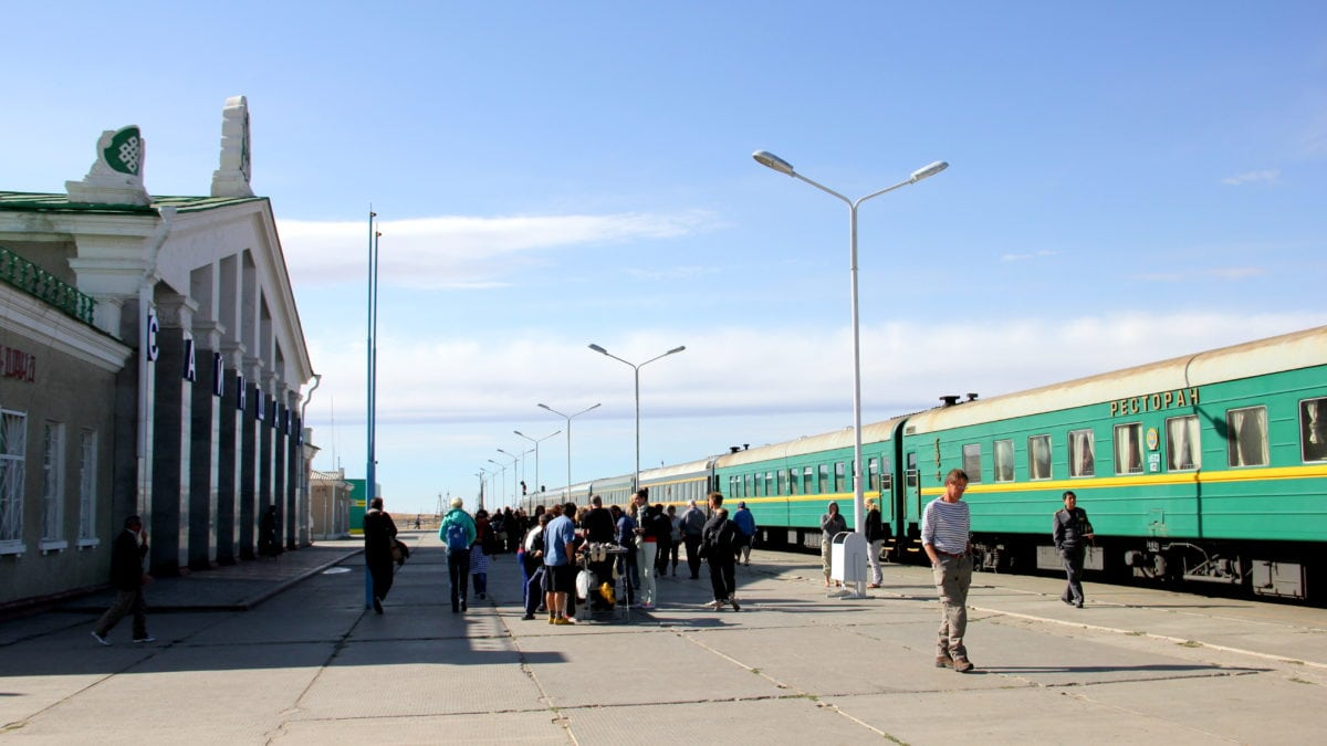 Die Transsibirische Eisenbahn am Bahnhof