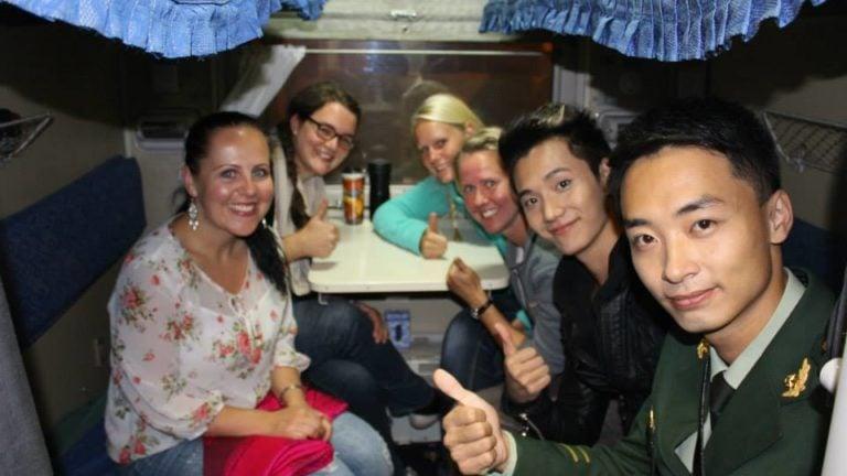 Zusammen mit dem Star in der Transsibirischen Eisenbahn