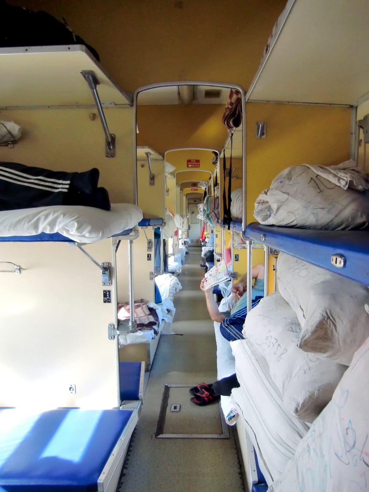 Die Platzkartny ist die dritte Klasse in der Transsibirischen Eisenbahn