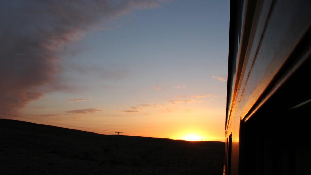Sonnenuntergang über Russland aus der Transsibirischen Eisenbahn fotografiert