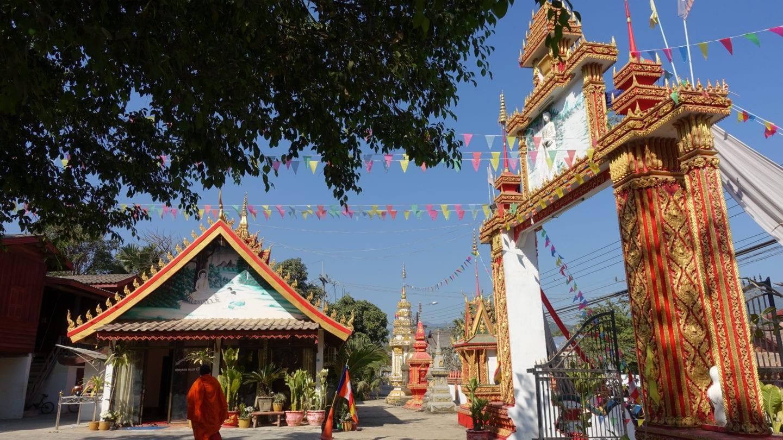 Mönche bestimmen das Bild in Vientiane in Laos