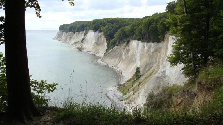Die Kreidefelsen von Rügen sind ein perfektes Ausflugsziel für eine Wanderung in Mecklenburg-Vorpommern