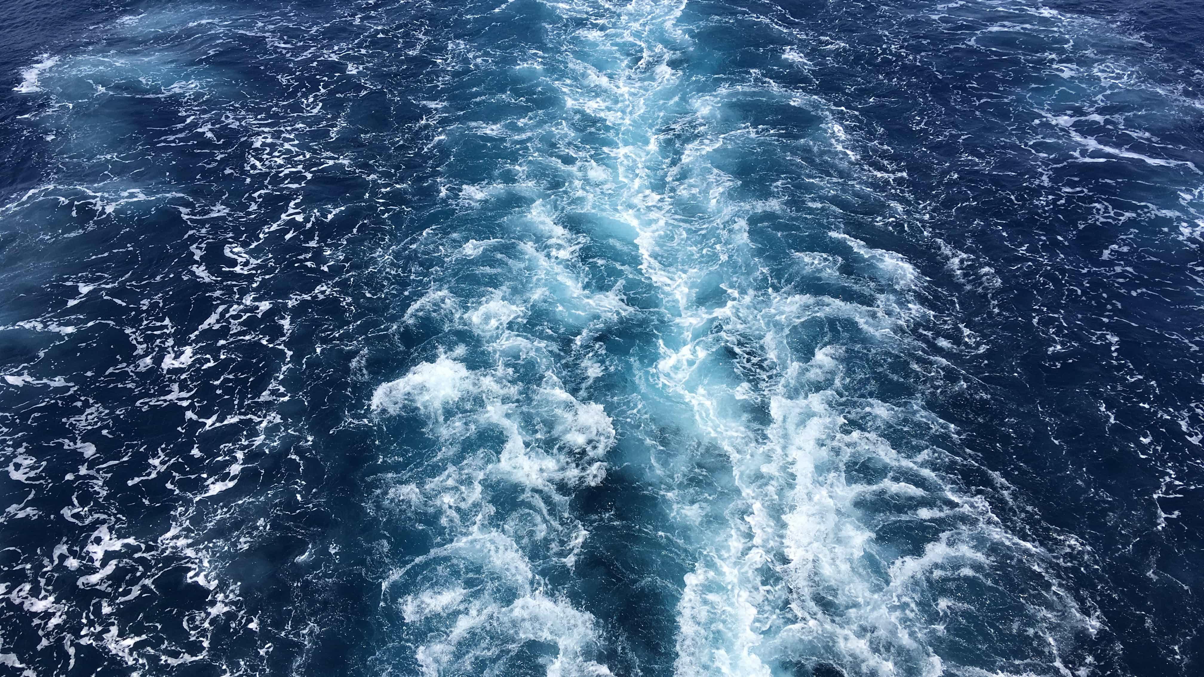 Wasser und Wellen vor Vela Luka