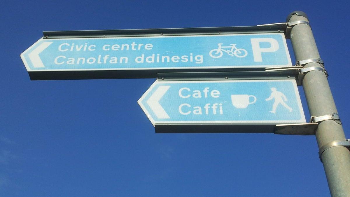 Die Wegweiser in Wales sind auf englisch und walisch geschrieben