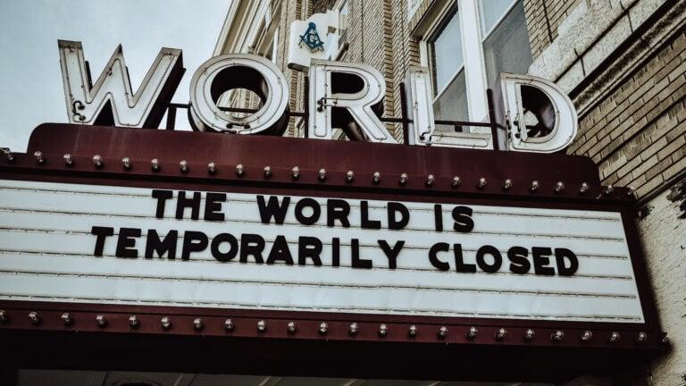 """Das Kino """"World"""" trägt die Aufschrift """"vorübergehend geschlossen"""""""