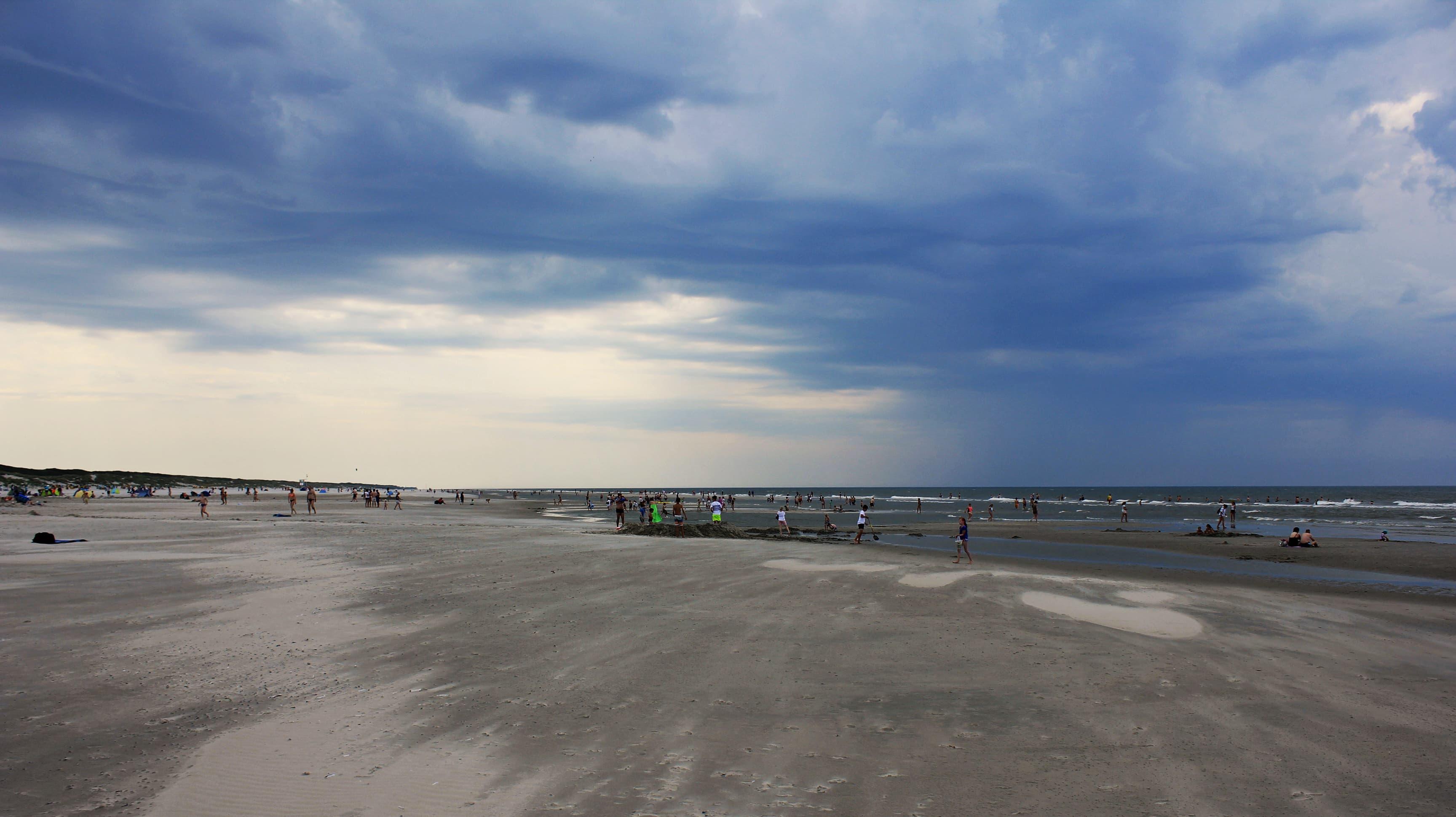 Dunkle Wolken am Horizon von Juist.