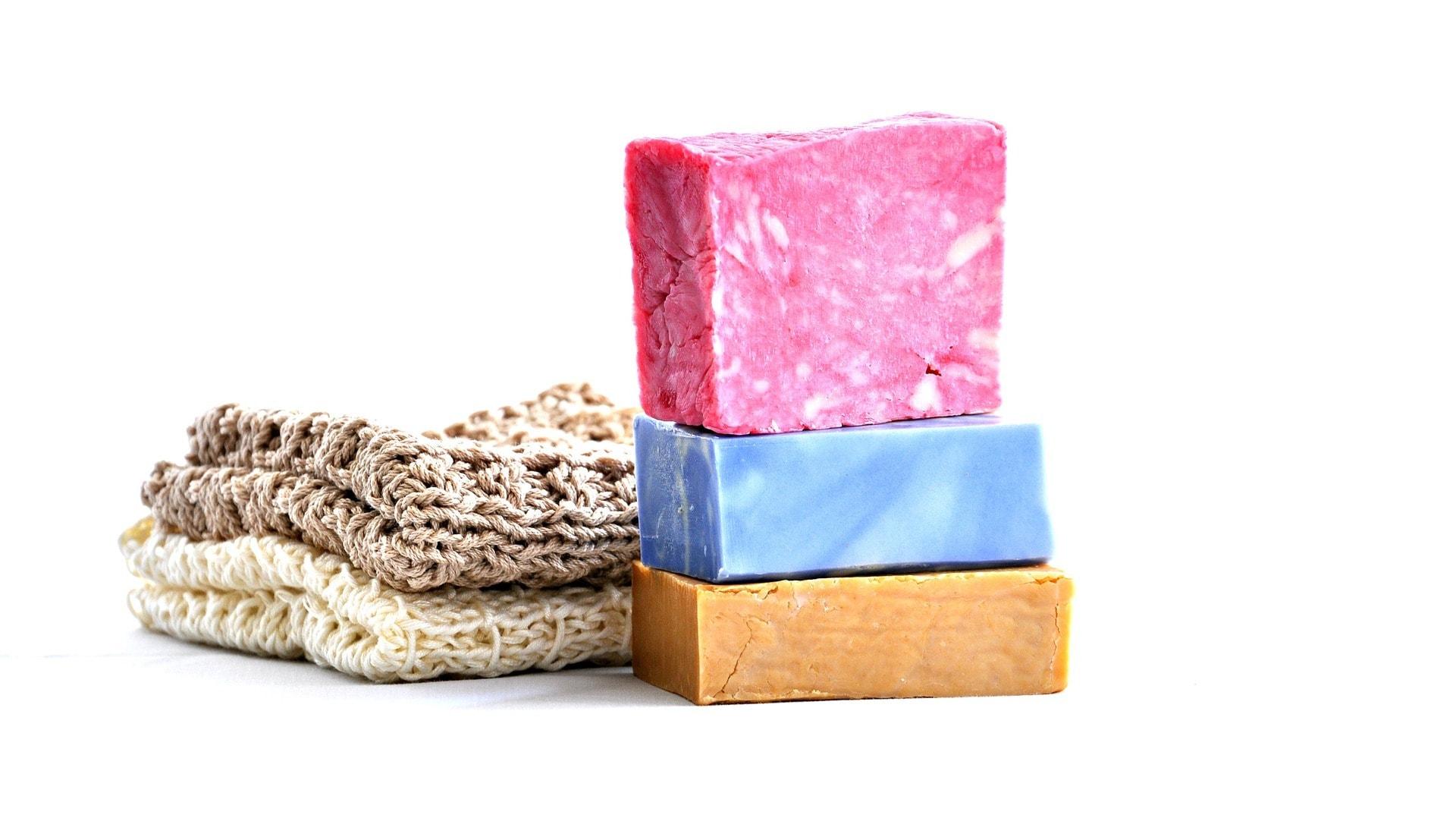 Seife und Seifensäckchen im nachhaltigen Badezimmer